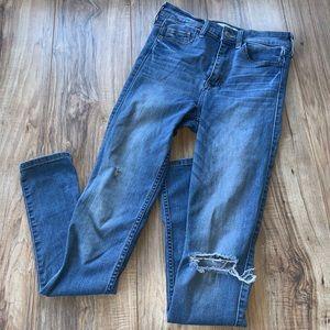 ✭3/$25 A&F distressed skinny jeans 2R / 26x31